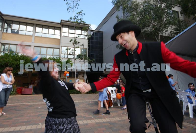 21/3/10. Jewish Care Family Fun Day at Bialik College. Photo: Peter Haskin