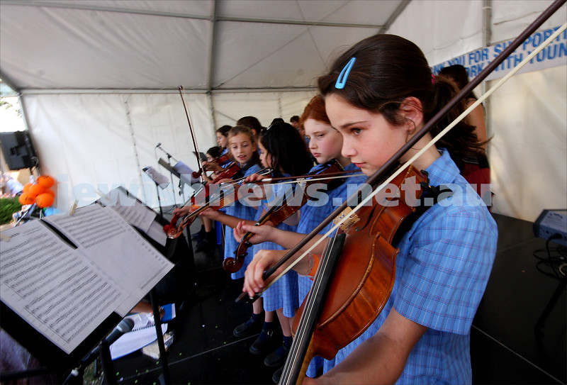 21/3/10. Jewish Care Family Fun Day at Bialik College. Sholem Alecheim school band. Photo: Peter Haskin