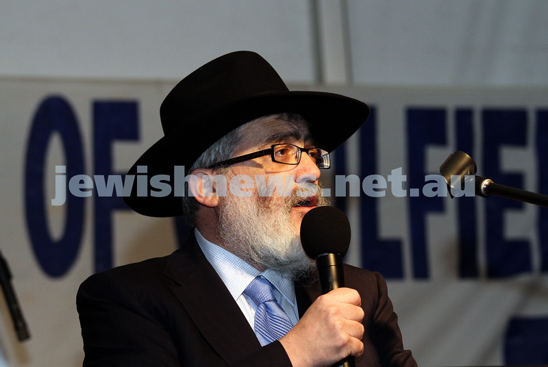 5-12-10. Chanukah in the Park. Joe Gutnick. Photo: Peter Haskin