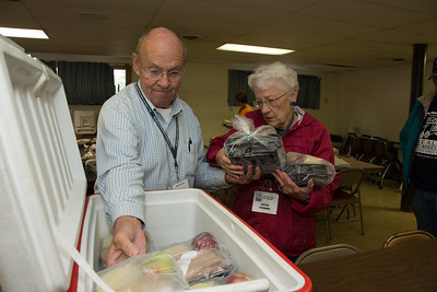 Charlie Dent helps Meals on Wheels of Lehigh Valley