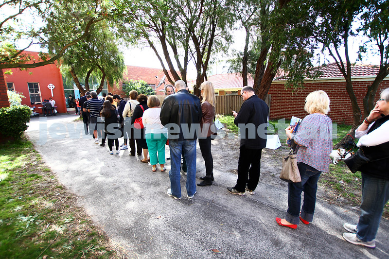 7-9-13. Election day 2013. Polling station Balaclava Rd. People lining to vote. Photo: Peter Haskin