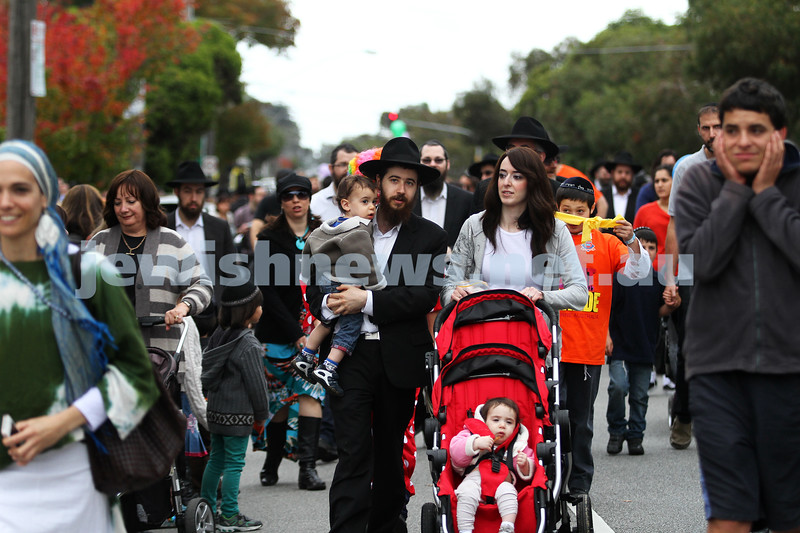 28-4-13. Chabad Youth annual Lag B'Omer parade, Hotham St.  Photo: Peter Haskin