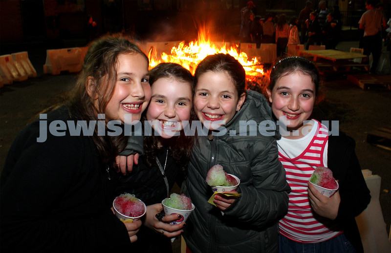 1/5/10. Lag B'omer. B'nai Akiva celebrations at Mizrachi. Photo: Peter Haskin