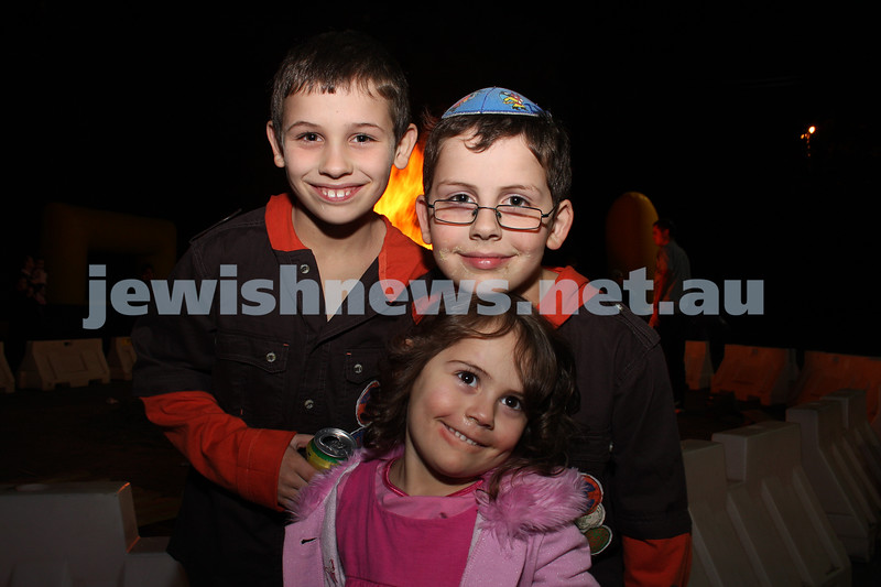 1/5/10. Lag B'omer. B'nai Akiva celebrations at Mizrachi. Photo: Peter Haskin