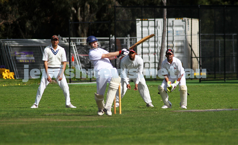 9-10-11. Maccabi Cricket v RMIT. Simon Lipshitz. Photo: Peter Haskin