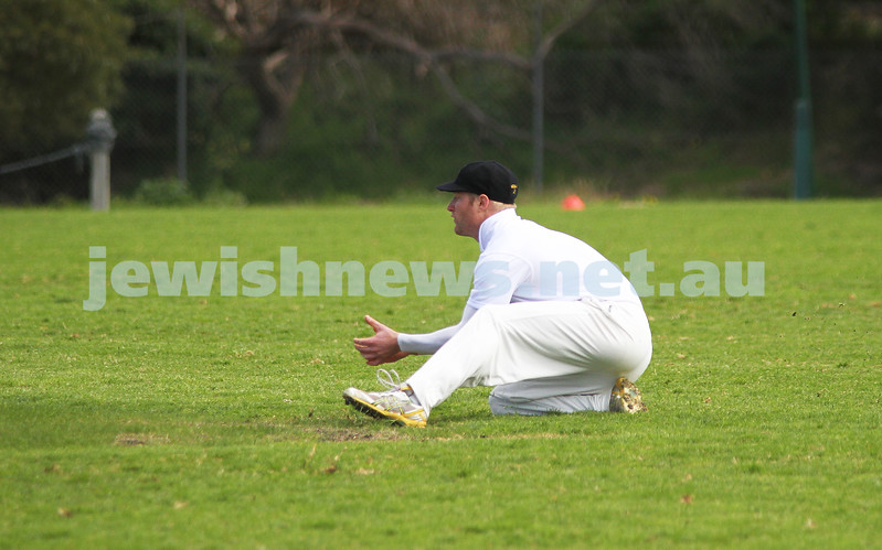 9-10-11. Maccabi Cricket v RMIT. Photo: Peter Haskin