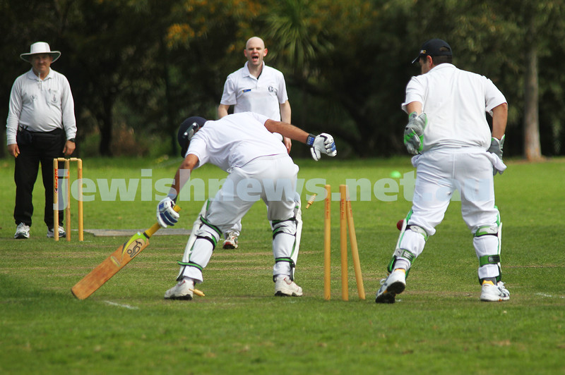 9-10-11. Maccabi Cricket v RMIT. Stumping attempt, not out....hmmmmm. Photo: Peter Haskin