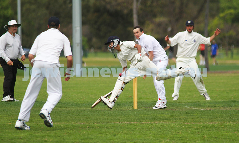 9-10-11. Maccabi Cricket v RMIT. Attempted run out. Photo: Peter Haskin