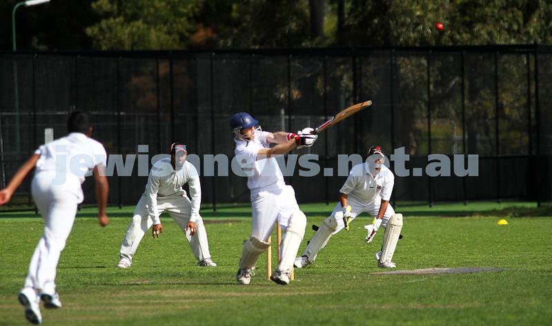 9-10-11. Maccabi Cricket v RMIT. Simon Lipshitz. Photo: Peter Haskin