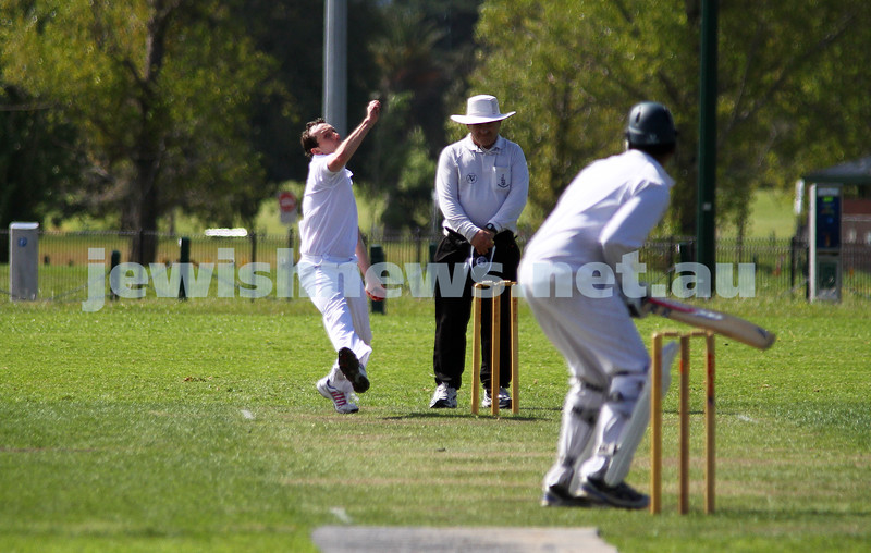 9-10-11. Maccabi Cricket v RMIT. Alan Goldstein. Photo: Peter Haskin