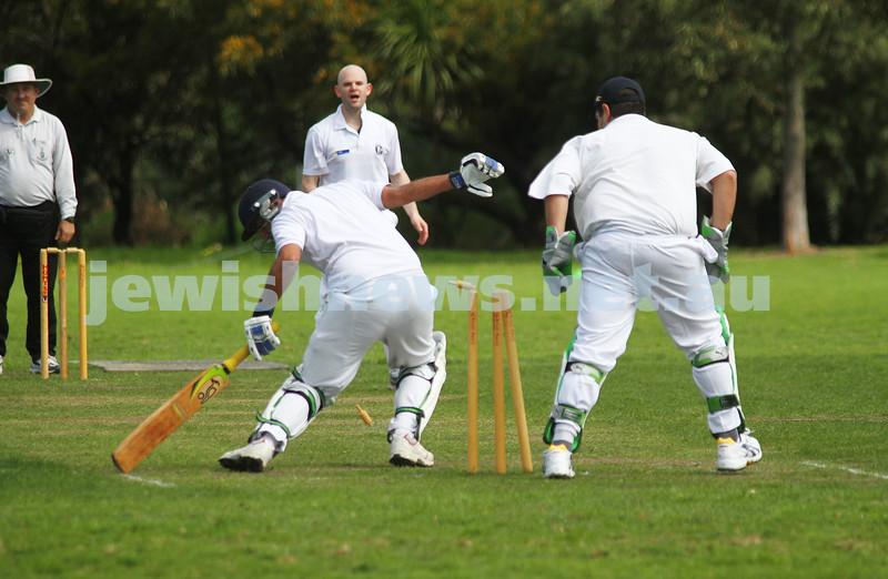 9-10-11. Maccabi Cricket v RMIT. Stumping attempt, not out....hmmmmm. Photo: Peter Haskin