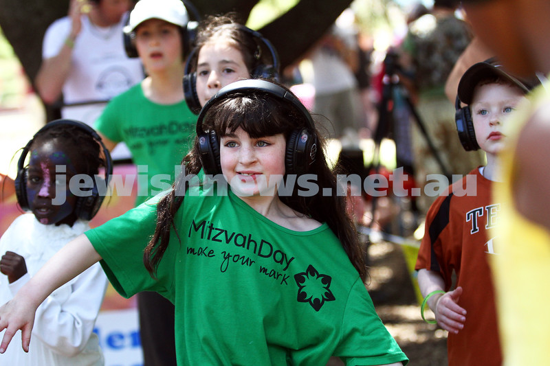 25-11-12. Mitzvah Day 2012. Dancing up a storm at the silent disco. Jewish Aid BBQ at Caulfield park.   Photo: Peter Haskin