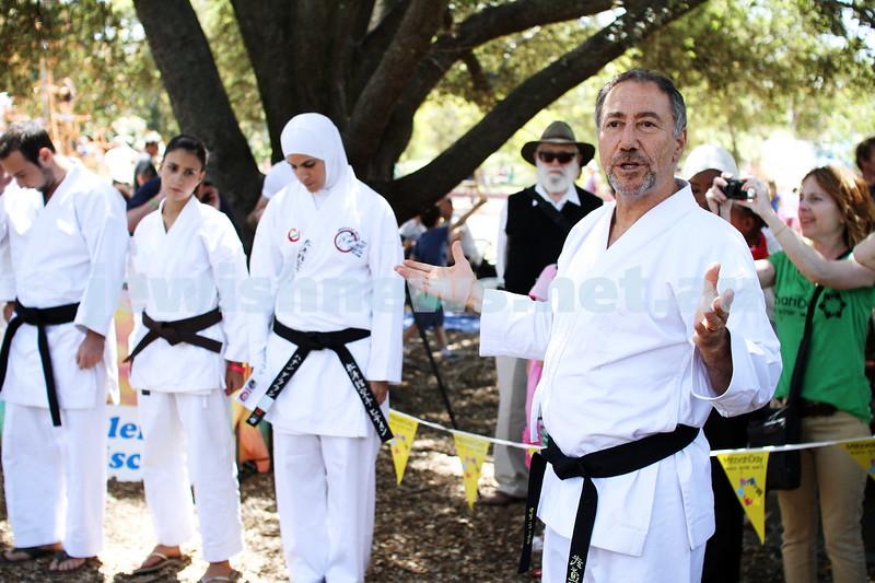 25-11-12. Mitzvah Day 2012.  Danny Hakim. Photo: Peter Haskin