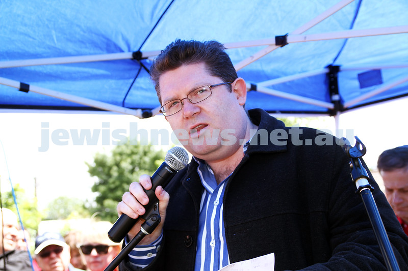18-11-12. Solidarity rally for Israel. More than 1200 people rallied to show their support for Israel at Princes Park, Caulfield. Scott Ryan. Photo: Peter Haskin