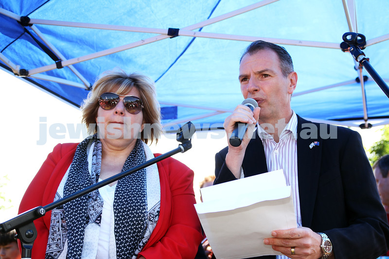 18-11-12. Solidarity rally for Israel. More than 1200 people rallied to show their support for Israel at Princes Park, Caulfield. Marsha Thomson, David Southwick. Photo: Peter Haskin