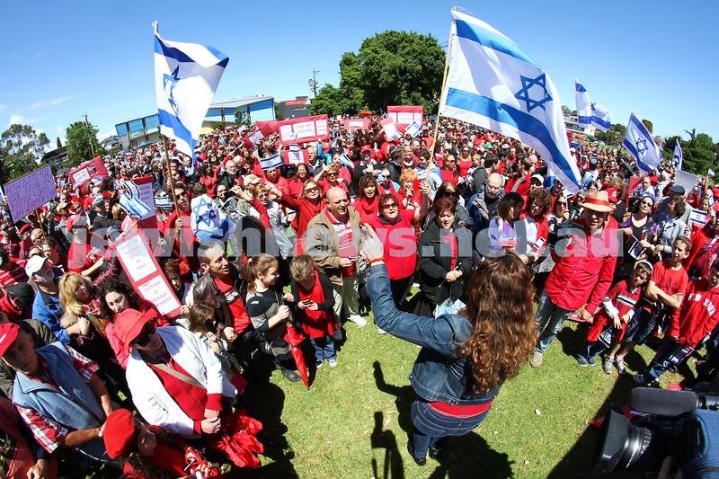 18-11-12. Solidarity rally for Israel. More than 1200 people rallied to show their support for Israel at Princes Park, Caulfield. Photo: Peter Haskin