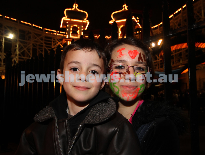 27-9-10. Chabad Youth annual Succot at Luna Park. Shua and Malki Meyer. Photo: Peter Haskin
