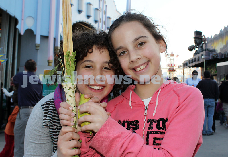 17-10-11. Sukkot at Luna Park. Yona Teller, Sara Joseph. Photo: Lochlan Tangas