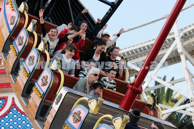 17-10-11. Sukkot at Luna Park. Pirate Ship. Photo: Lochlan Tangas