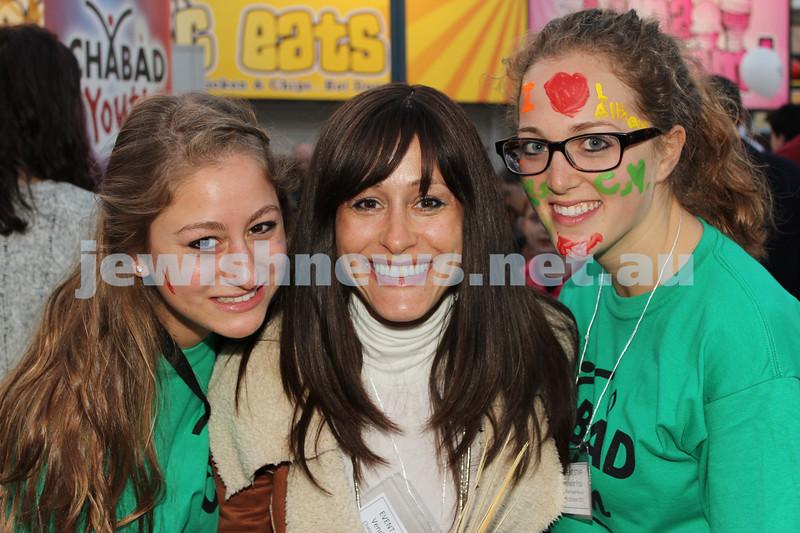 17-10-11. Sukkot at Luna Park. Chaya Block, Sori Block, Esta Koncepolski. Photo: Lochlan Tangas