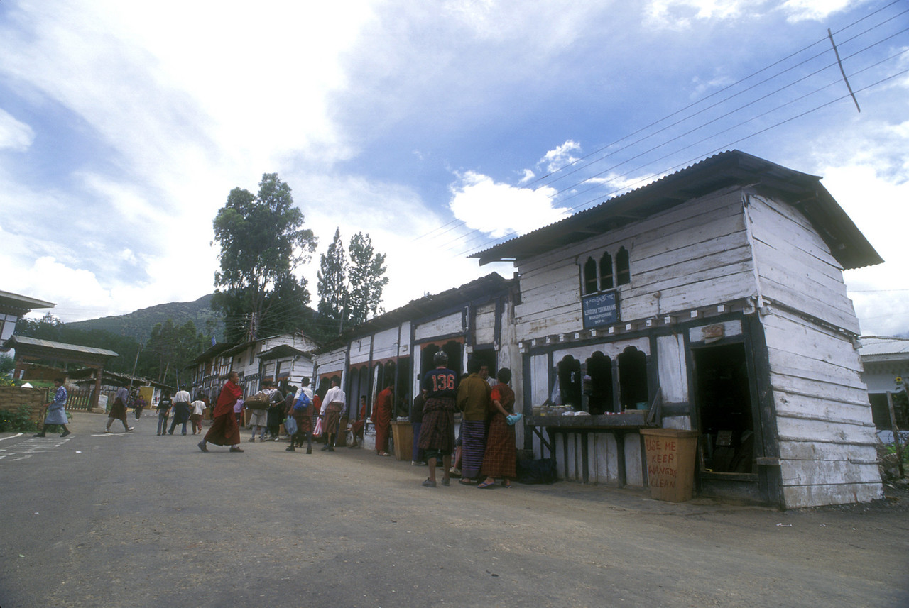 "Wangdi was lined with ramshackle Indian-style trading stalls that Barbara Crossette (in her book <a href=""http://www.amazon.com/So-Close-Heaven-Vanishing-Himalayas/dp/0679743634/ref=sr_1_1?ie=UTF8&qid=1301845150&sr=8-1""><i>So Close to Heaven</i></a>) kindly observed, ""defy all attempts to define them as quaint."""