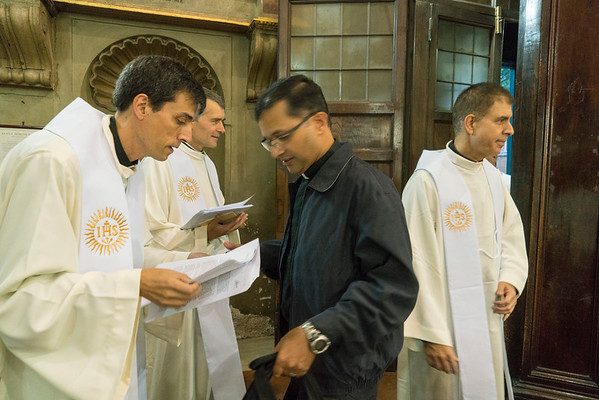 GC36 7:30 AM Mass of the Holy Spirit celebrated by the Vicar General of the Congregation, Fr. Jim Grummer, SJ [WIS] praying for the gifts of the Holy Spirit before the election of the Superior General of the Society of Jesus. Photo by Don Doll, SJ