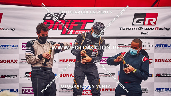 DANIEL CASTRO, JOAQUIN NEUHAUS, MAURICIO CHUMPITAZ, PREMIACION