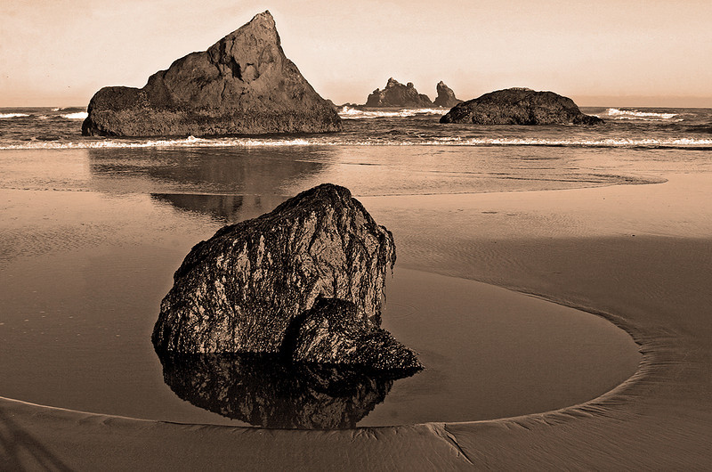 Honorable Mention<br /> Oregon Coast Mono<br /> Janet Bigalke