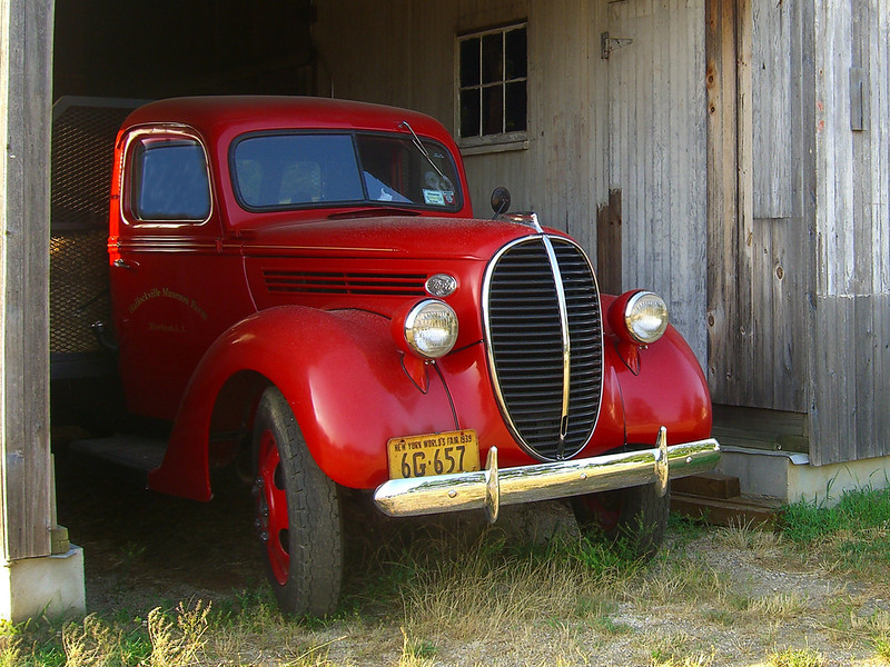 Second Place<br /> Red Truck 1939<br /> Ken Rathjen