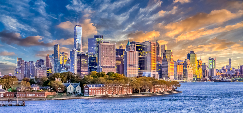 First Place (Tie)<br /> Sunset on the Big Apple<br /> Hal Schillreff