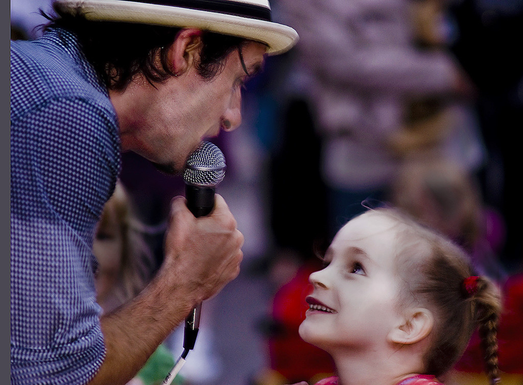 Open  Performer entertaining young girl  at Beaches Jazz Festival  2009