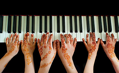 kevin - many hands make henna work