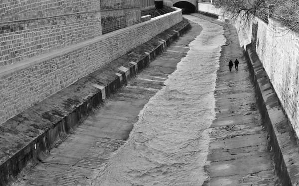 Waterway walkway