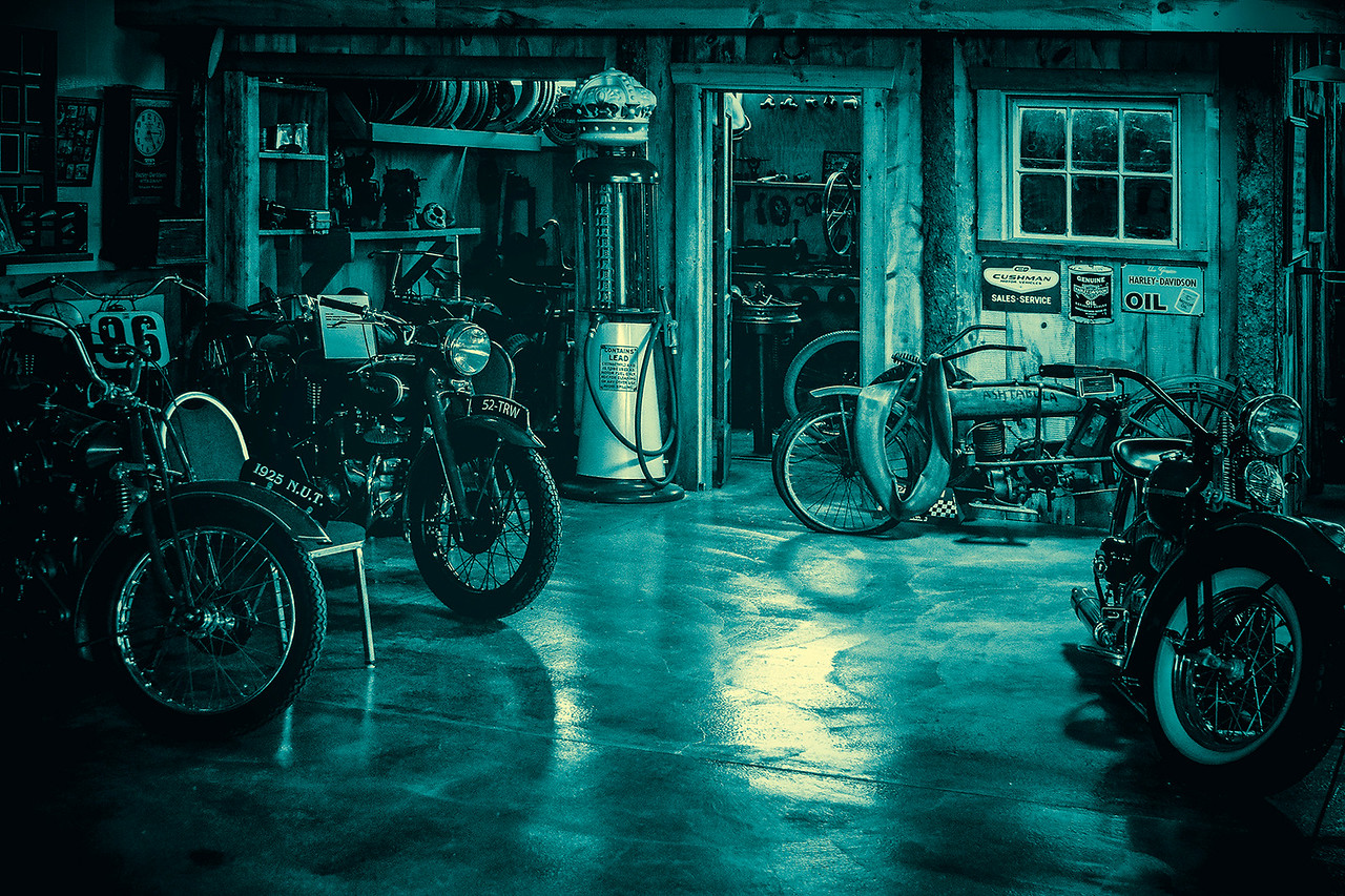 4-Advanced-Assigned_-_Mirrorage_Reflections_and_Reverberations-DNP-Brent_Howcroft-Reflections_inside_Motorcycle_Museum