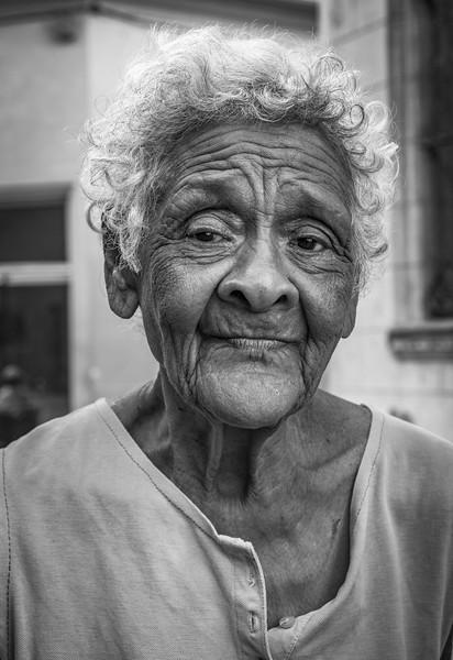 B&W-A-HM-Gisela Danielson-Havana Street Encounter