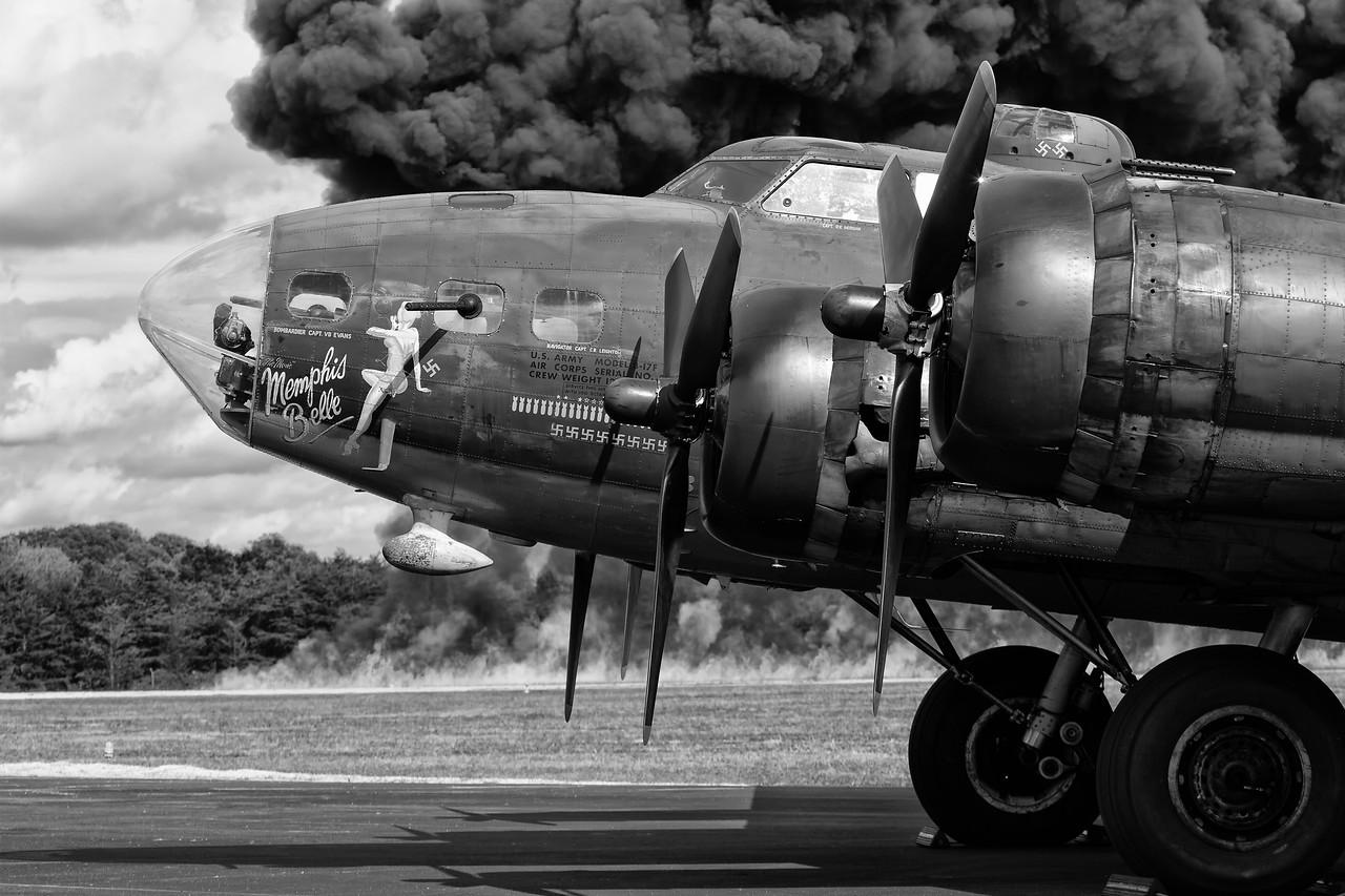 B&W-B-HM-Frank Daimau-B17 Bomber