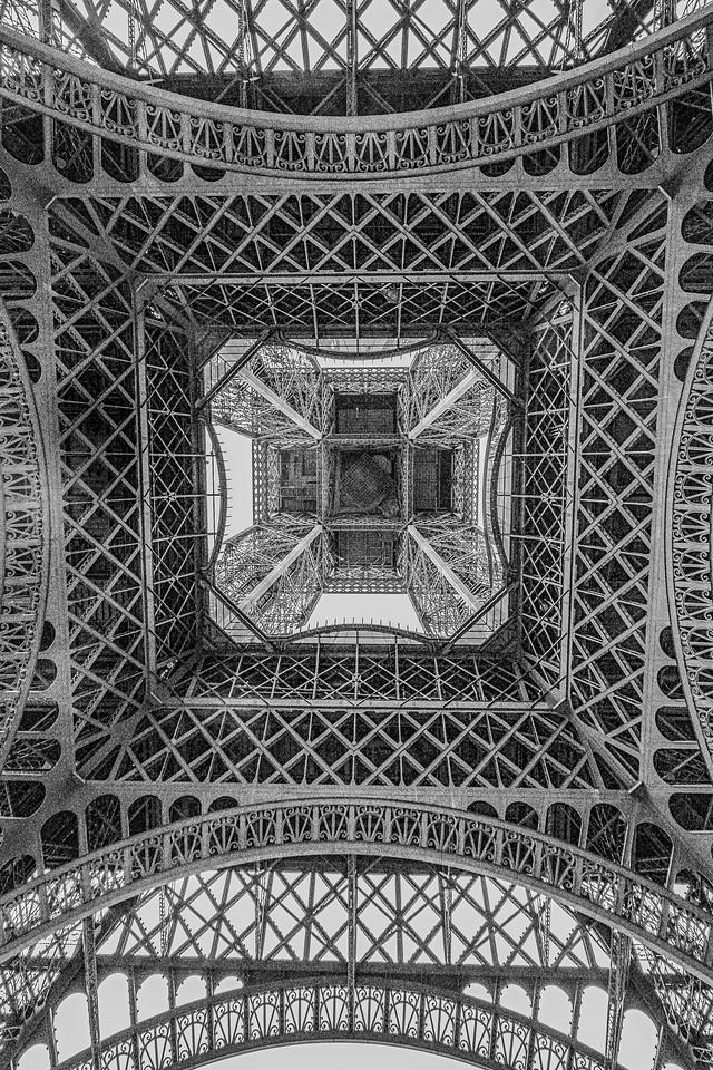 B&W-C-HM-Dave Powers-Under The Eiffel