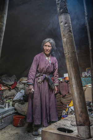 NOMADIC WOMAN AT HOME