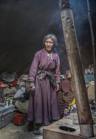NOMADIC WOMAN AT HOME