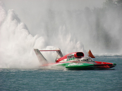 Oh Boy, Oberto was sponsored by the city of Madison, Indiana, at the 2008 Detroit Gold Cup Hydroplane Races; members of Detroit Power Squadron and District 9 work on the race.