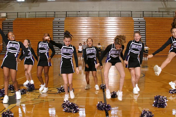 Duluth East (Cheer-off 6th grade 10-3-04)
