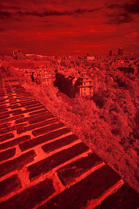 Původní obrázek (převedený do jpg). Autorem je Martin Valent. Jde o snímek přes infračervený filtr.