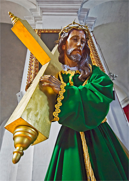 GM - Statue of Jesus w/ cross.