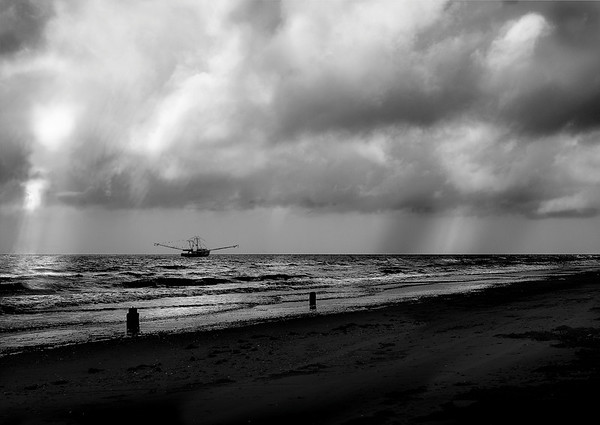 Galviston Beach in storm<br /> Maker: Wilfrred Smith<br /> Catagory: Large Black & White<br /> Score: 12 July 2009