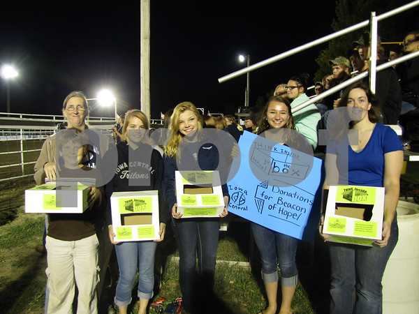 Four students from Iowa Central Community College Becca Gerdes, Claire Whitezel, Nicole Cook, and Ashley Stagner were there to raise money for the Beacon of Hope shelter in Fort Dodge.