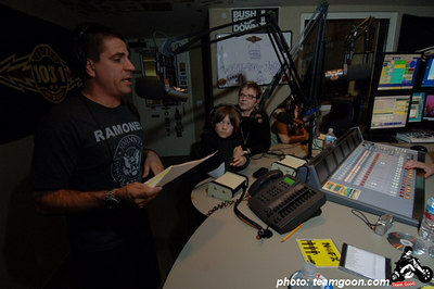 Complete Control Radio with Joe Sib on Indie 103.1 Guest: Joe Sib's Mom - April 20, 2006