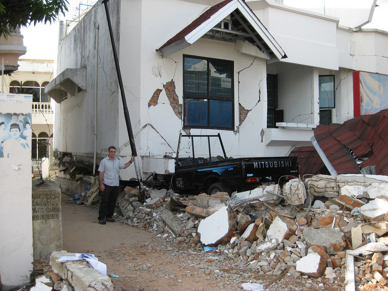 MFAT staff member amongst damage caused by the earthquake, Oct 2009 in Padang, Indonesia. Credit: New Zealand Ministry of Foreign Affairs and Trade