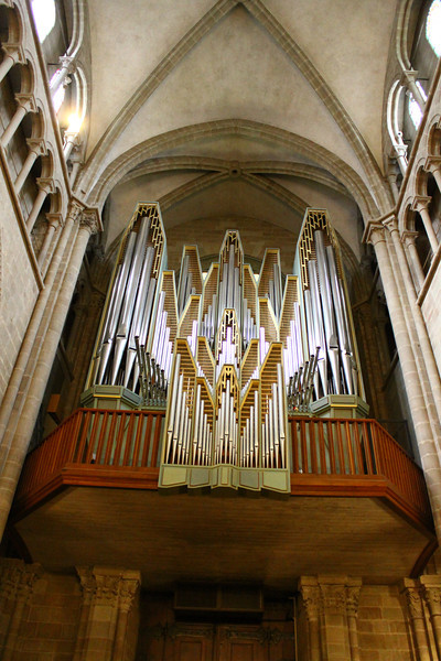 Pipe organ, St. Pierre cathedral