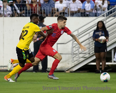 Devon Williams #22, Christian Pulisic #10