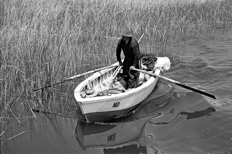 captain of a shipwreck (neil dimond)<br /> Peru, titicaca, 2006